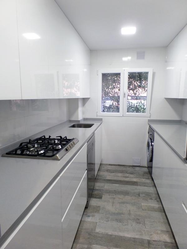 Cocina suelo gris dise os arquitect nicos for Suelo gris claro